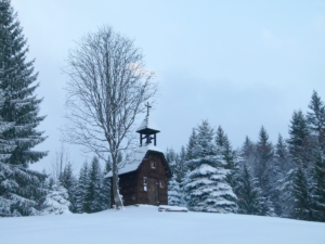 Dřevěná kaplička pod Miloňovou