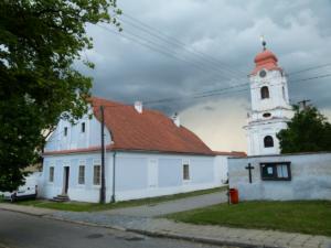 Kostel a fara v Horních Věstonicích