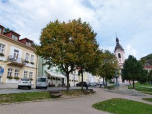 Náměstí a kostel sv. Jana Nepomuckého