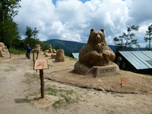 Pustevny a sochy z písku