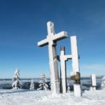 Vrchol Stratenec, tři kříže