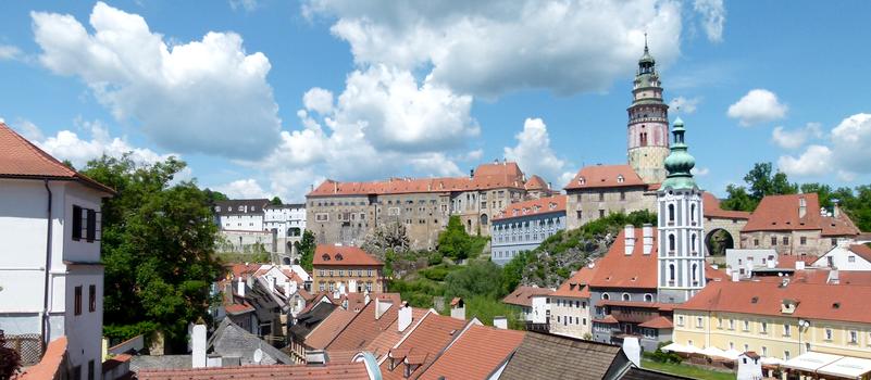 Výhled na zámek Český Krumlov z parku